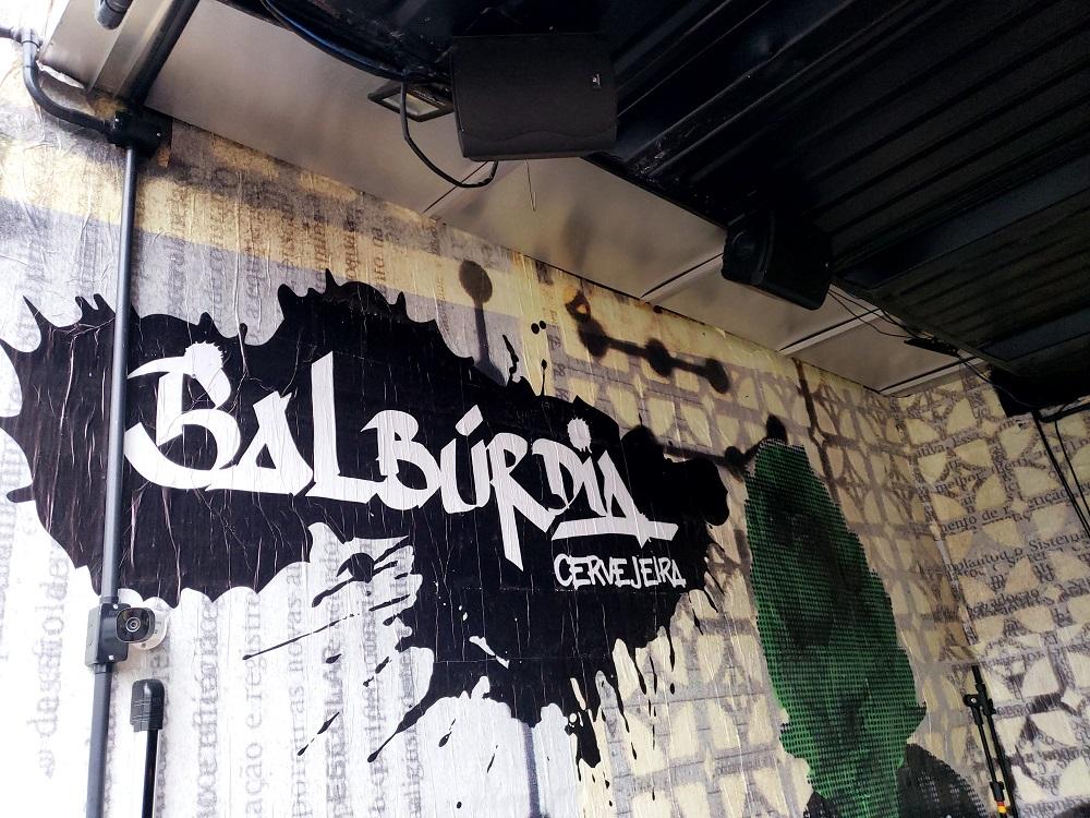 Caixas de som case Balburdia cervejaria